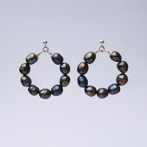 hoops } pearls black