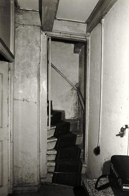 Trap huis nr 12 voor de restauratie.