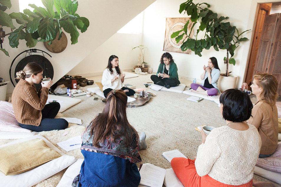 Andrea Penagos teaching a workshop.