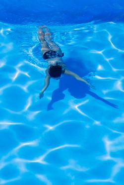 Underwater_adult2.jpg