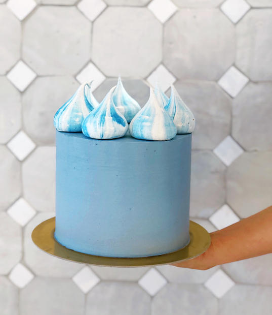 Party Cake with Meringue Crown