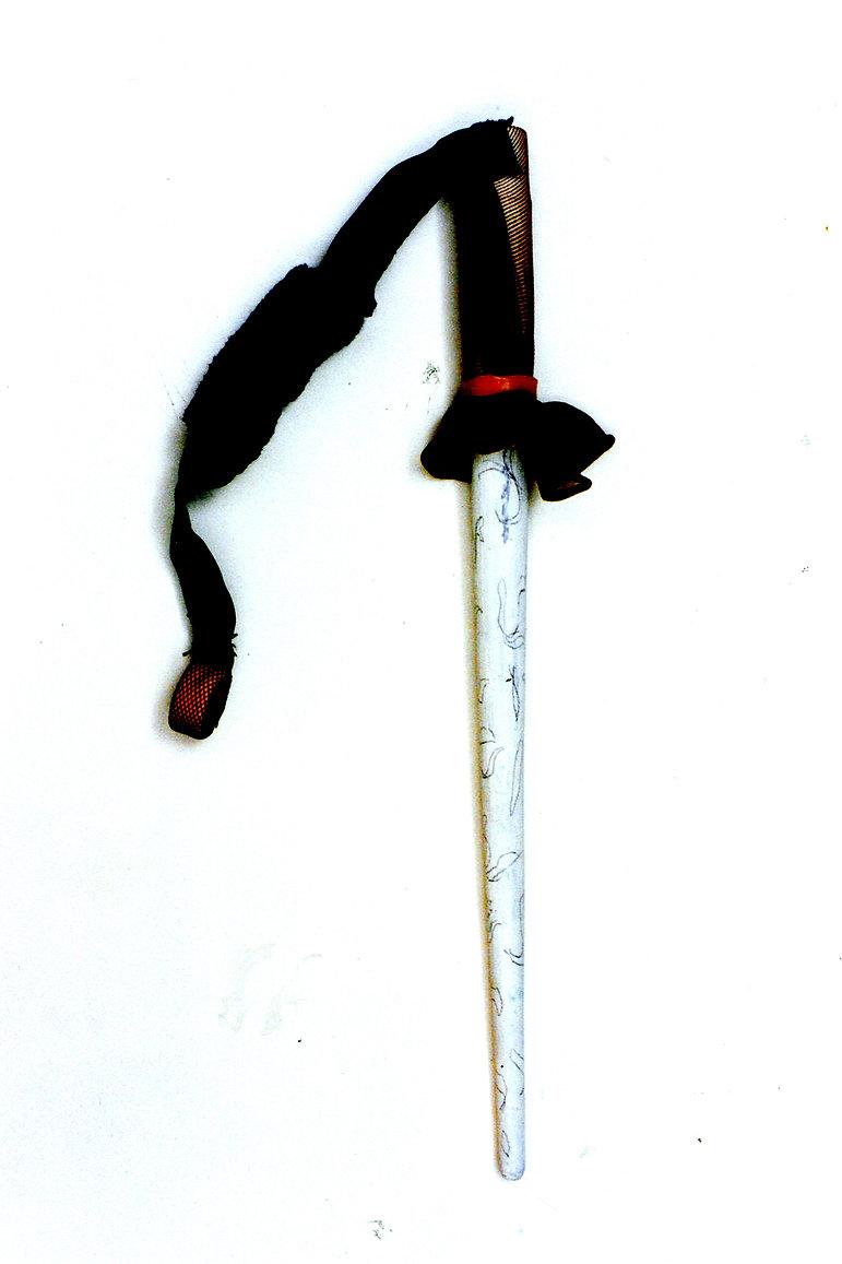 FETICHE pincel- encaje y madera 1999.jpg