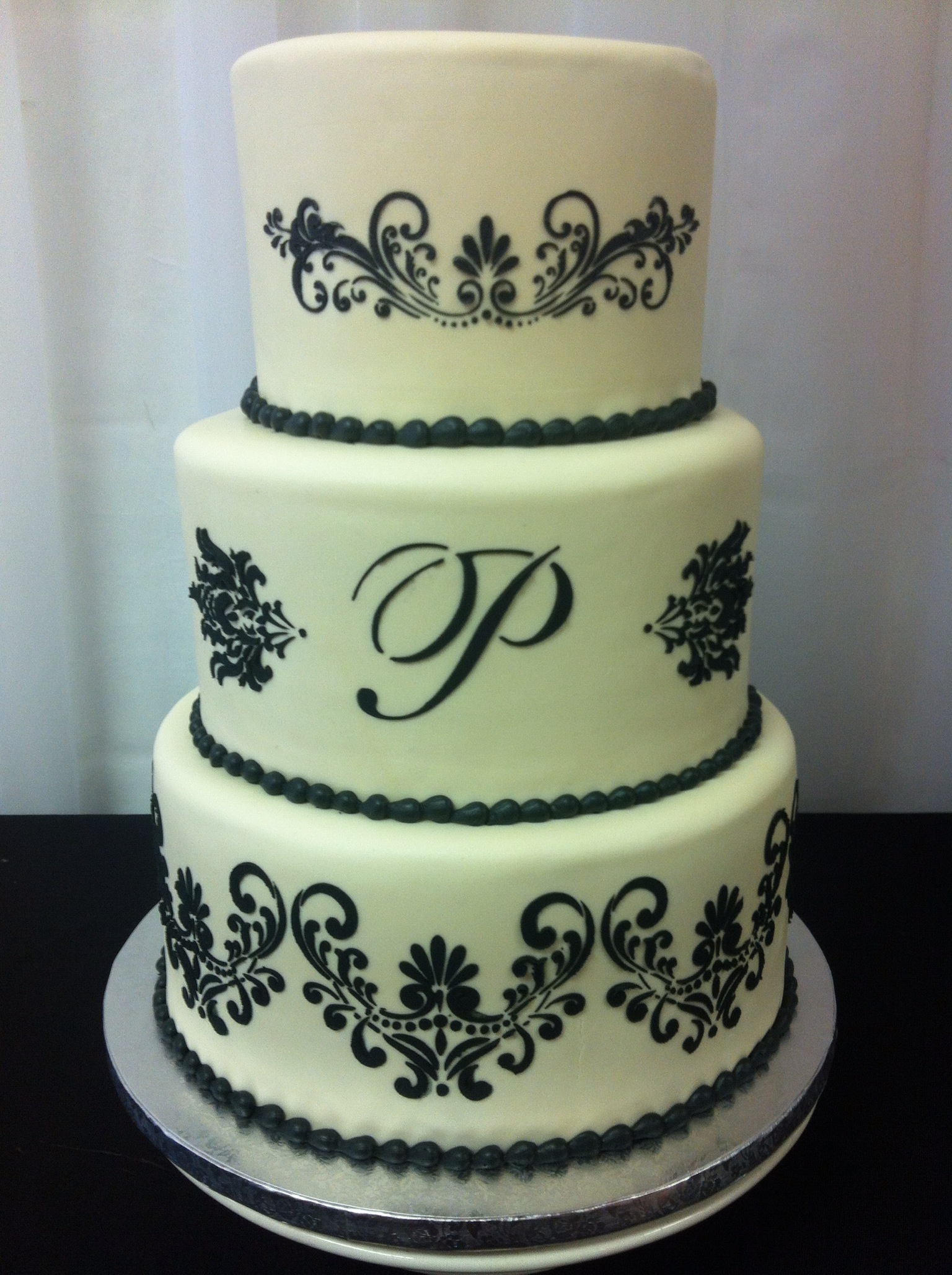 Black and white 3-tier wedding cake