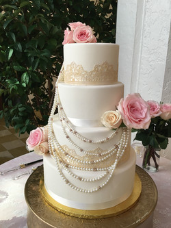 Vintage Pearls and Lace wedding cake