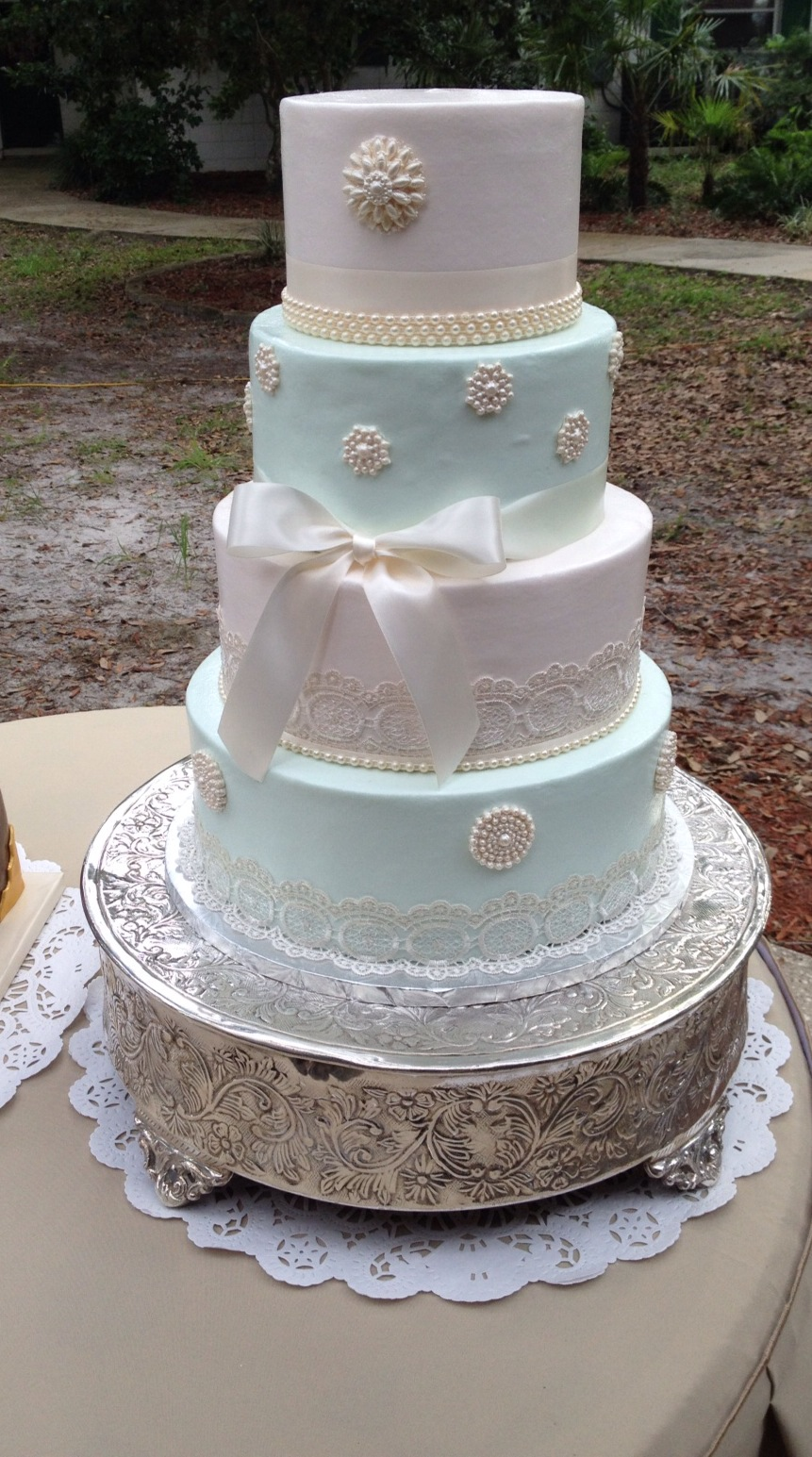 Ivory, mint & pearls wedding cake
