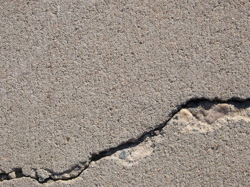 Tips to identify structural cracks in a building