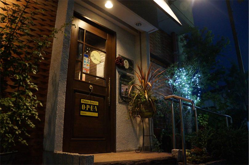 トワレの玄関