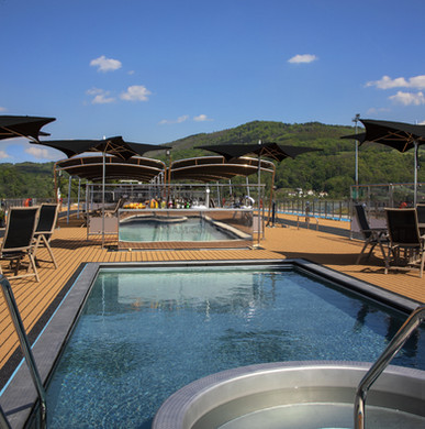 Sun Deck Swimming Pool & Sky Bar