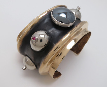 Synclastic cuff bracelet
