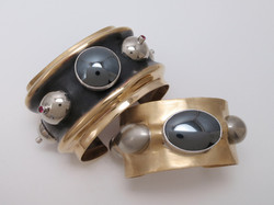 Synclastic cuff bracelets