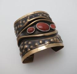 Synclastic bracelet