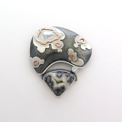 Formation Within.1. pendant/brooch