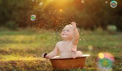 Baby in Outdoor Bath 2015-10-28-18:15:52