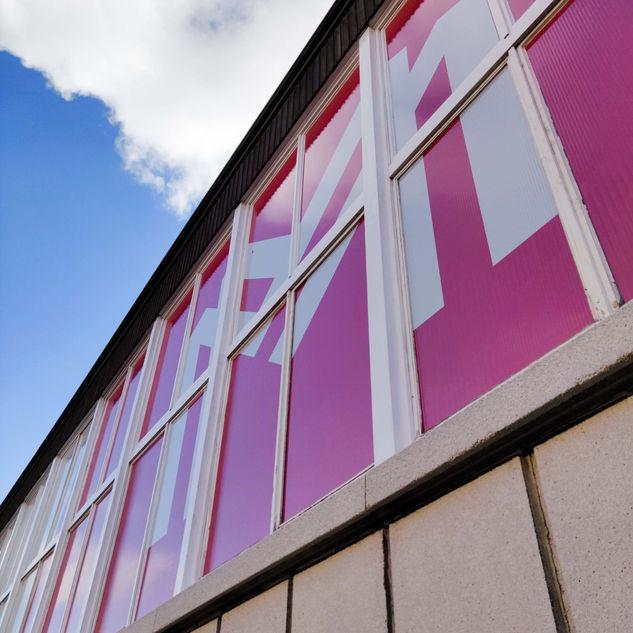 bestickering van ramen met eenrichtingsfolie