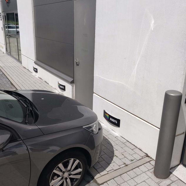 parkeerborden op gevel