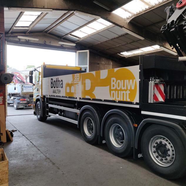 large bestickering vrachtwagen