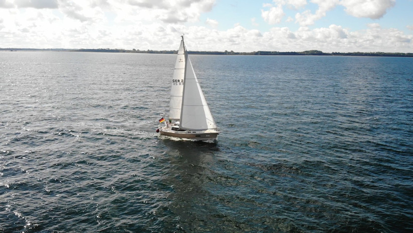 SIRIUS 35DS - sailing upwind.jpeg