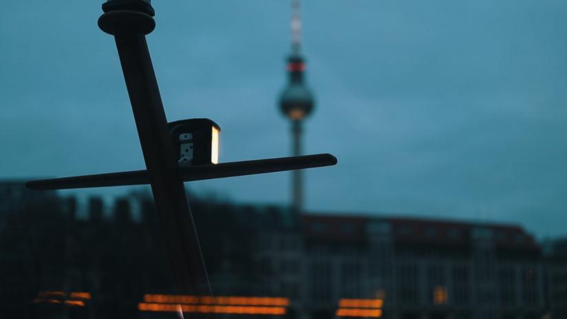 BERLIN - houseboating in winter.jpeg