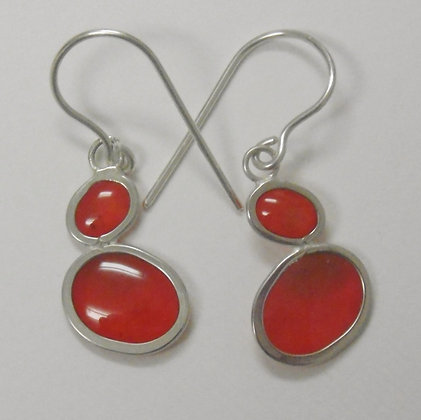 Pebble earring in volcanic reds