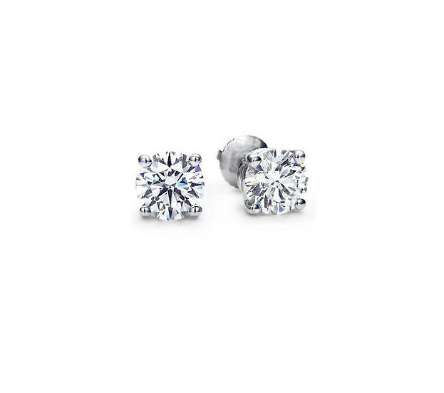 Diamond Stud Earrings. SE910