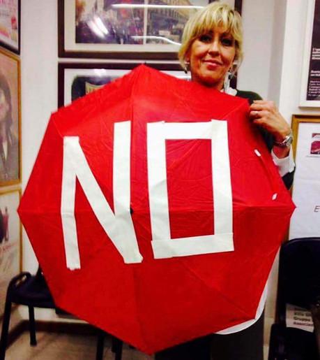 Domani alle 18.30 flash mob degli ombrellini rossi in tutta Italia per la Costituzione