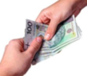 pieniądze z ręki do ręki