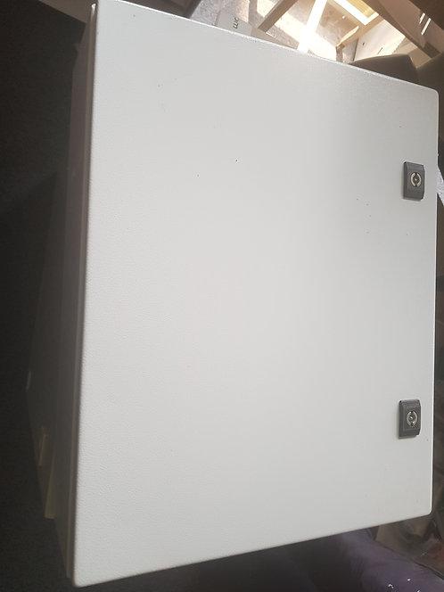 Gabinete metálico puerta ciega platina incluida NSYCRN54150-M #537
