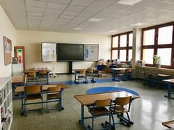 Klassenraum mit digitaler Tafel