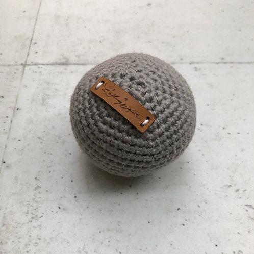 Lieblingspfote Gehäkelter Ball Hellgrau