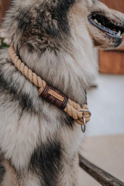 Feste Halsung einfach gedreht - mit Lederwickelung