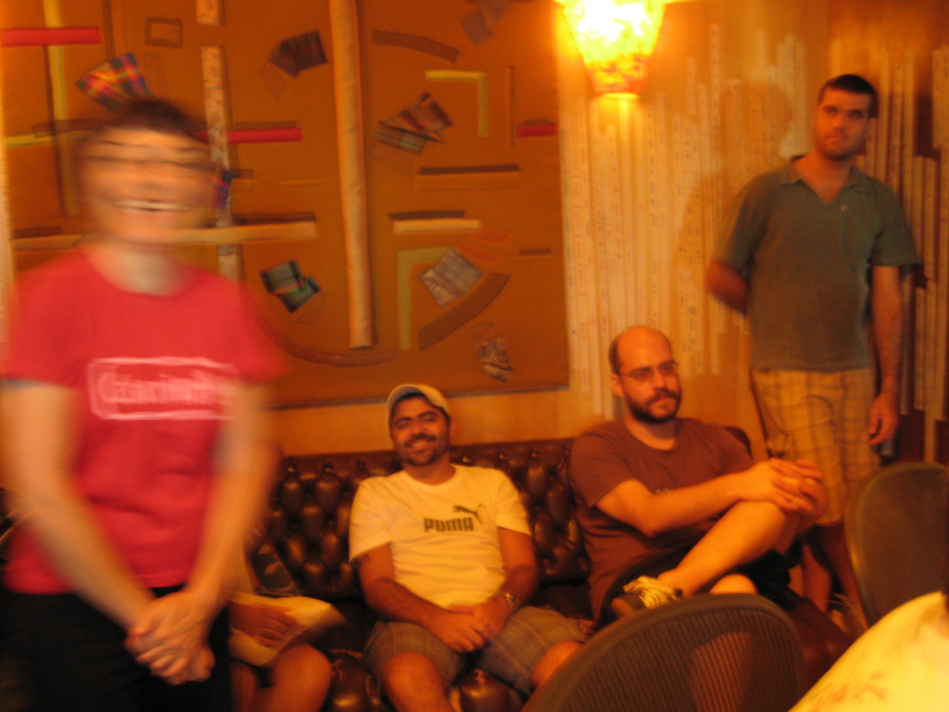 Gabriel, Daniel, Rafael, Verioca au studio Tenda da raposa