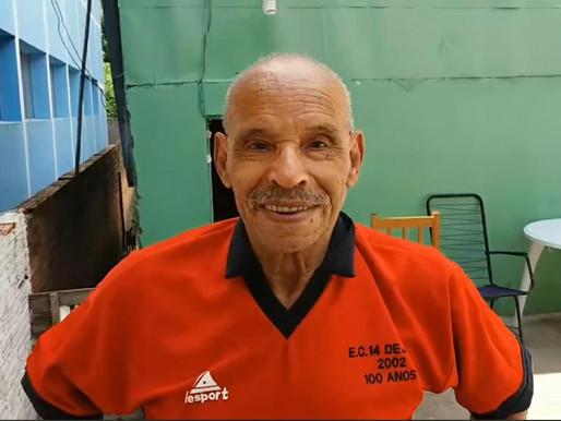 Seu Luiz Carlos relembra os momentos em que jogava no Esporte Clube 14 de Julho