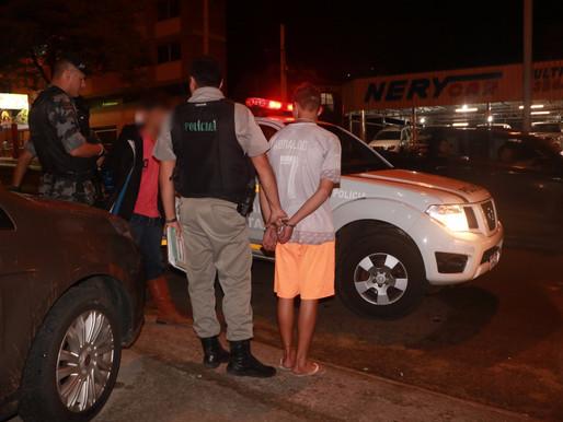 Dupla armada é presa com motos furtadas
