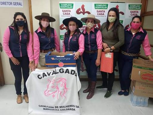 Grupo de Cavalgada Feminino realiza entrega de doações para a Santa Casa de Livramento