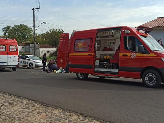 Grave acidente de trânsito deixa motociclista com fratura exposta no centro