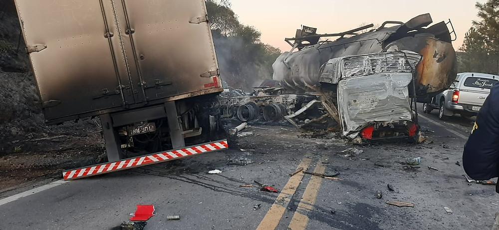 Caminhão com placas de Livramento, está envolvido em grave acidente na  BR-290