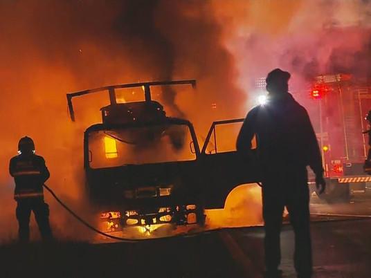 Caminhão com cestas básicas pega fogo em Venâncio Aires