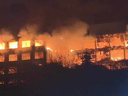Dois bombeiros estão desaparecidos após incêndio na Secretaria de Segurança Pública do RS