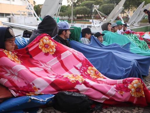 Torcedores da Chapecoense dormem na Arena Condá