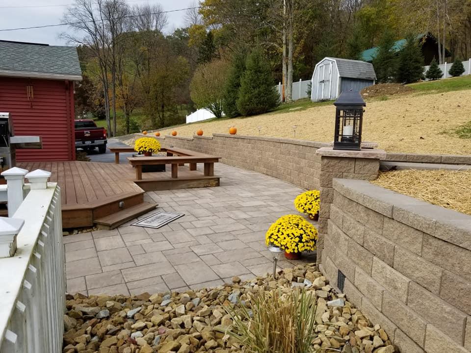 retaining wall / paver patio