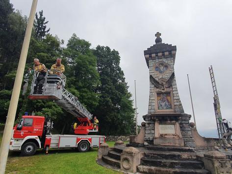 Die letzten Vorbereitungen für die 100.Jahre Kriegerdenkmal laufen noch