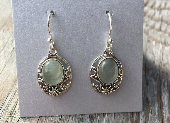 Detailed setting prehnite earrings