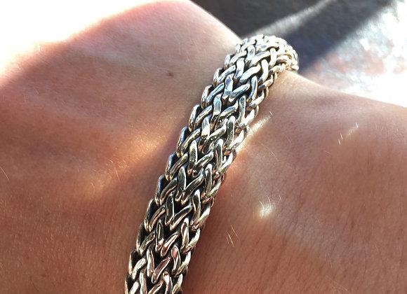 Ornate clasp Bali link bracelet