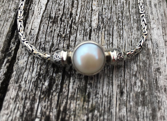 Single pearl toggle bracelet