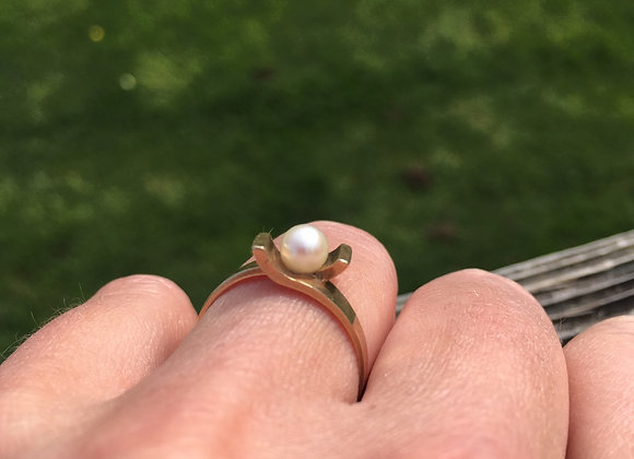 Vintage gold and pearl ring
