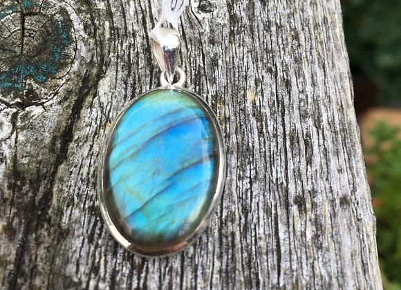 Small oval labradorite pendant