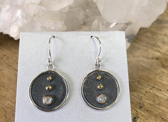 Roulette 18 moonstone earrings