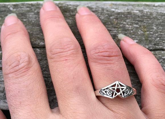 Pentagram star Celtic ring