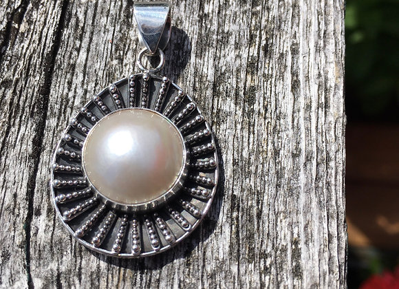 Large freshwater pearl pendant