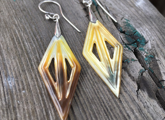 Leesi mother of pearl earrings